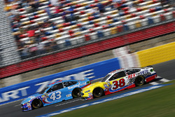 Aric Almirola, Richard Petty Motorsports Ford, Landon Cassill, Front Row Motorsports Ford