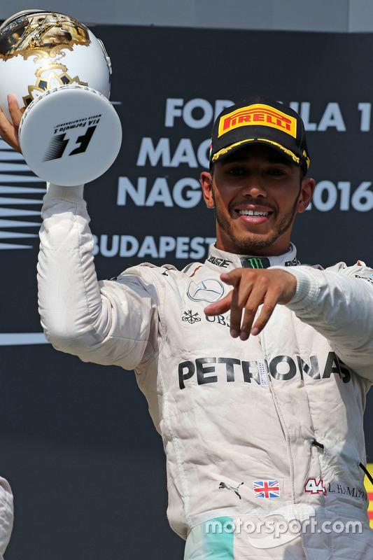 Podium: Sieger Lewis Hamilton, Mercedes AMG F1 Team
