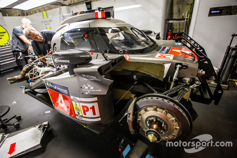 #4 ByKolles Racing CLM P1/01: team members at work to repair damage sustained in free practice