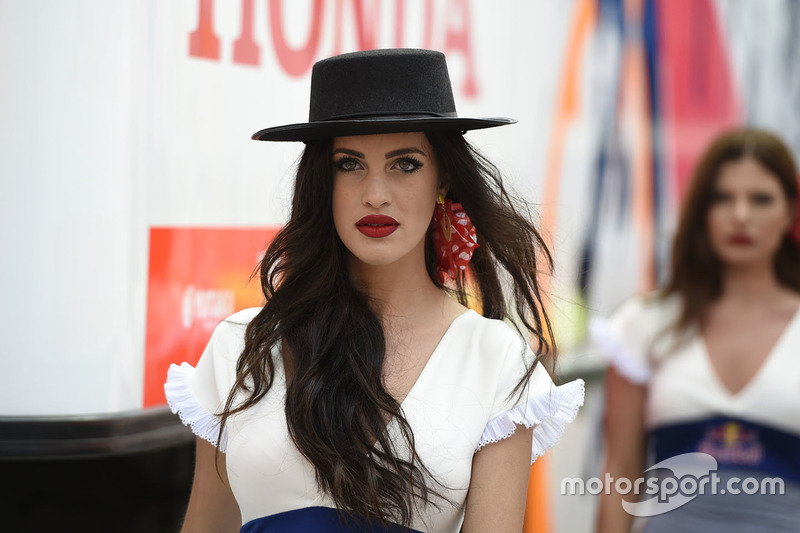 Hermosa chica de Red Bull