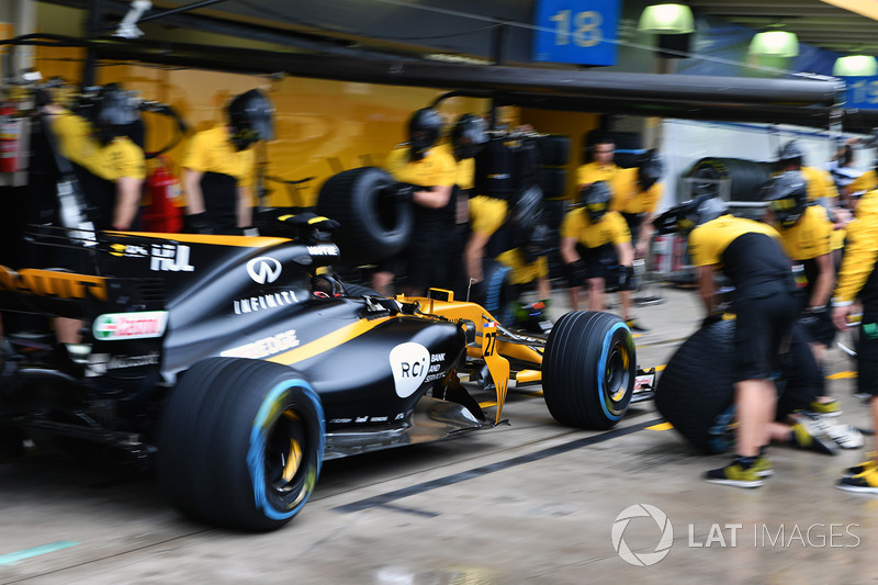 Renault Sport F1 Team RS17 pit stop antrenmanı