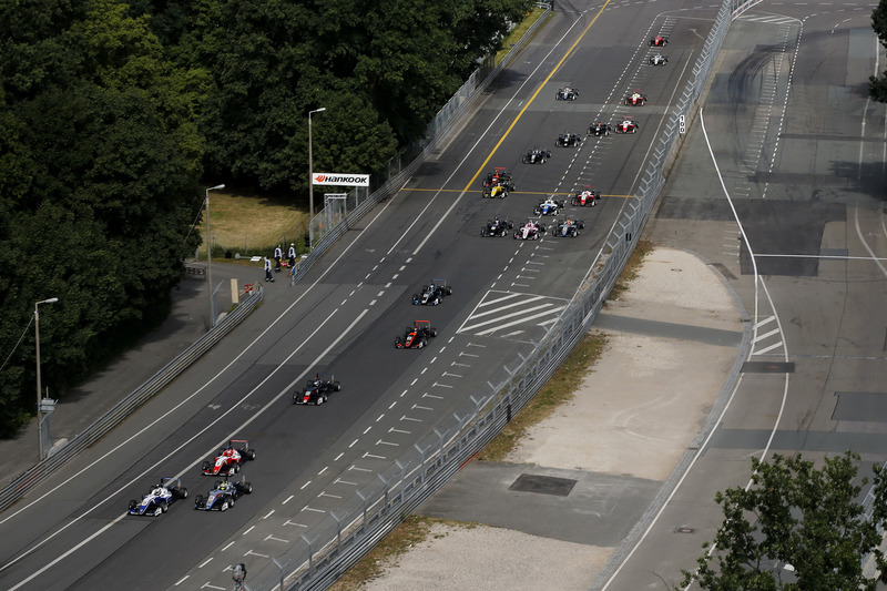 Start of the race, Robert Shwartzman, PREMA Theodore Racing Dallara F317 - Mercedes-Benz leads