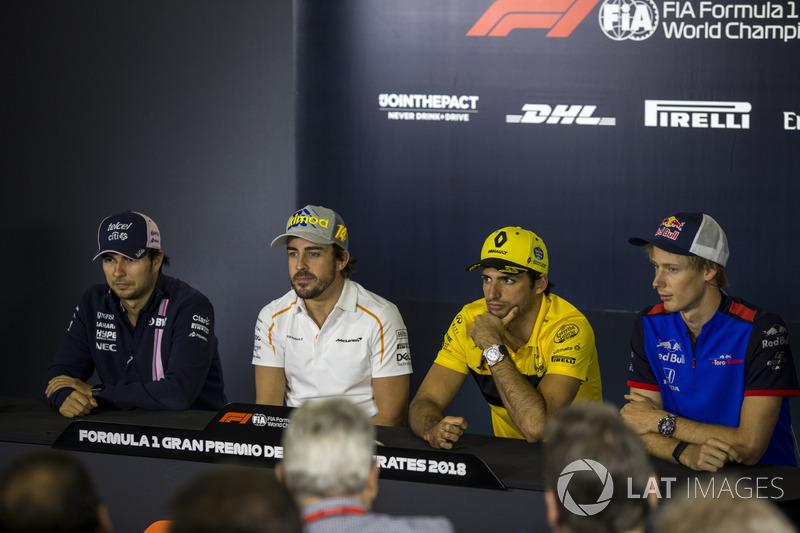 Sergio Perez, Force India, Fernando Alonso, McLaren, Carlos Sainz Jr., Renault Sport F1 Team y Brendon Hartley, Scuderia Toro Rosso en la conferencia de prensa