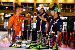 Esteban Ocon, Sahara Force India F1, Sergio Perez, Sahara Force India F1 with drinks