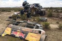 #300 Peugeot Sport Peugeot 3008 DKR: Стефан Петрансель та Жан Пль-Коттре отримують допомогу від Сіріля Депре та Давіда Кастери
