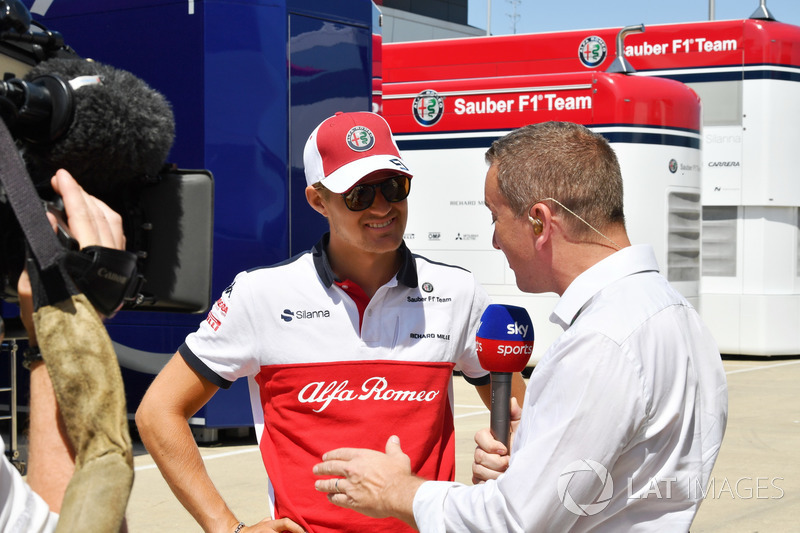 Marcus Ericsson, Sauber, parla con Craig Slater, Sky TV