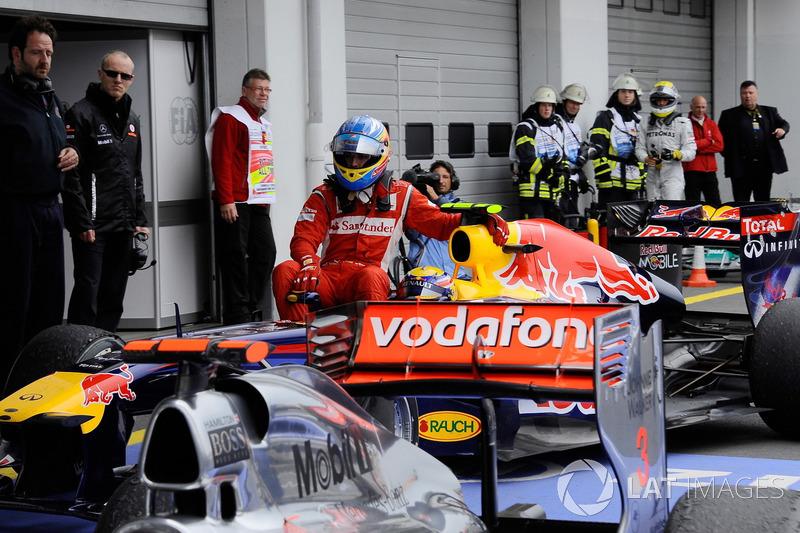 Nurburgring 2011: Fernando Alonso (Ferrari) menumpang Mark Webber (Red Bull)