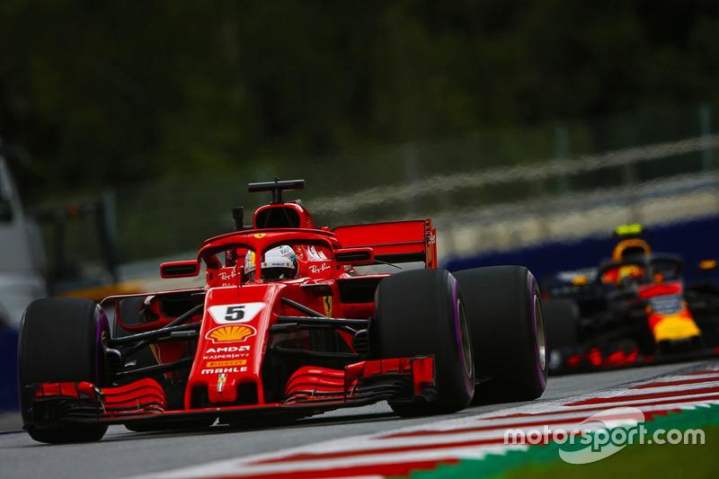Sebastian Vettel, Ferrari SF71H, y Max Verstappen, Red Bull Racing RB14
