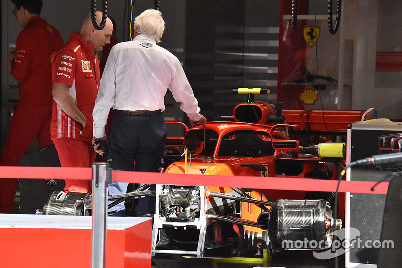 Charlie Whiting, Ferrari SF71H, con gli specchietti montati sull'halo