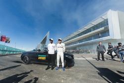 Valtteri Bottas, Lewis Hamilton, Mercedes AMG F1, arrive