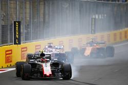 Kevin Magnussen, Haas F1 Team VF-18 Ferrari, lastiklerini kilitliyor