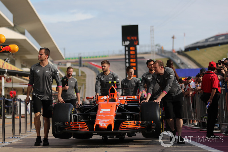 McLaren mechanics with McLaren MCL32 in pit lane