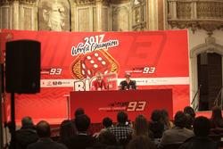 Celebración Marc Márquez en Cervera junto a su tío, Ramón Márquez, presidente de su club de fans