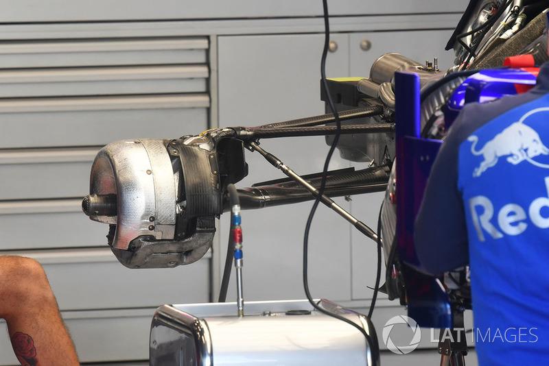 Узел крепления заднего колеса Toro Rosso STR13