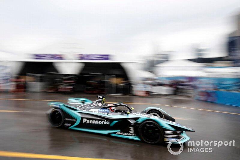 Nelson Piquet Jr., Panasonic Jaguar Racing, Jaguar I-Type 3 passes through the pit lane