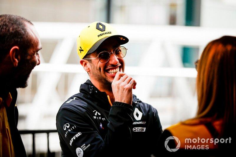 Daniel Ricciardo, Renault on the way to the Federation Square event