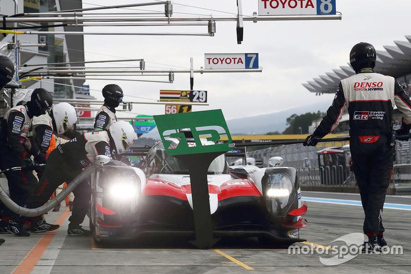 #8 Toyota Gazoo Racing Toyota TS050: Sebastien Buemi, Kazuki Nakajima, Fernando Alonso, en pitlane