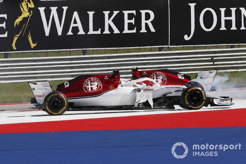 Marcus Ericsson, Sauber C37 y Charles Leclerc, Sauber C37 chocan.