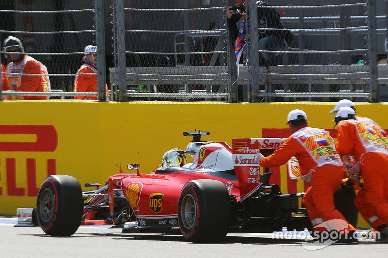 Sebastian Vettel, Ferrari SF16-H, stoppt nach Defekt
