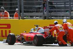 Sebastian Vettel, Ferrari SF16-H stops on the start / finish straight