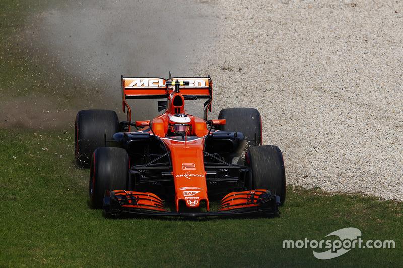 Стоффель Вандорн, McLaren MCL32, виїхав за межі траси