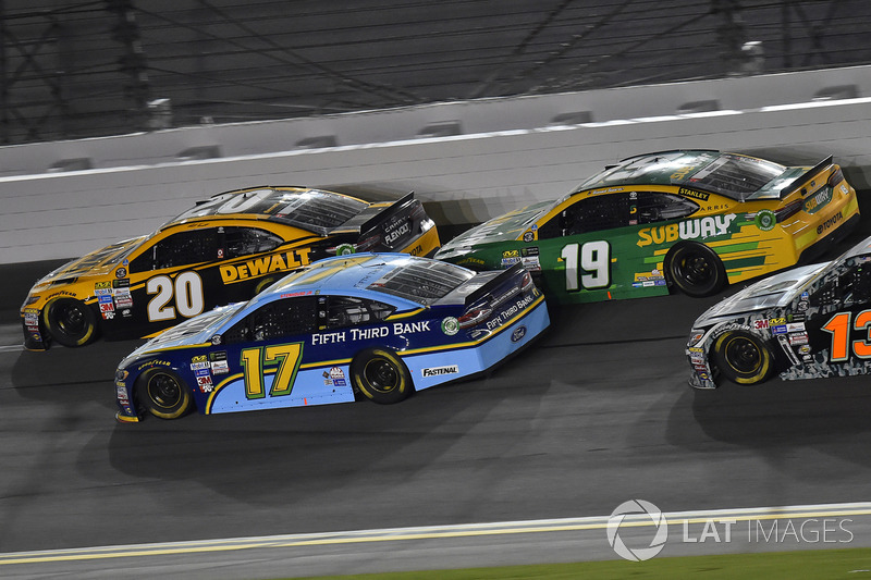 Matt Kenseth, Joe Gibbs Racing Toyota, Ricky Stenhouse Jr., Roush Fenway Racing Ford,, Daniel Suárez, Joe Gibbs Racing Toyota