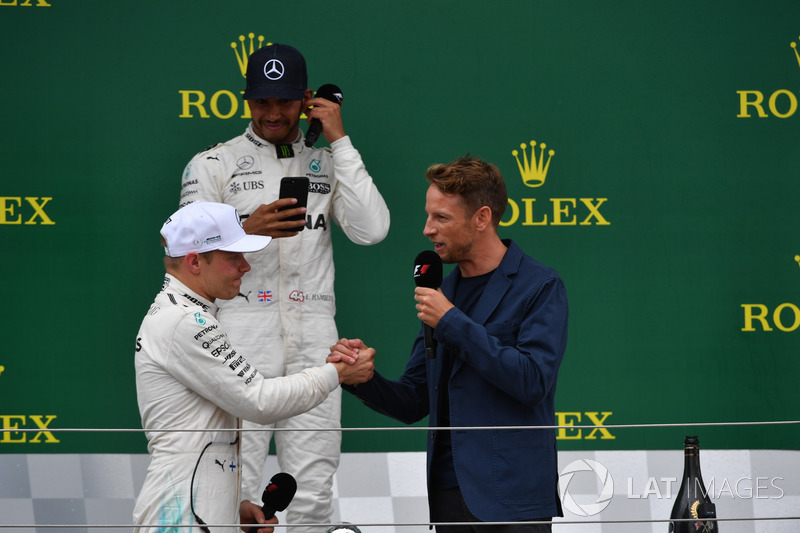 Valtteri Bottas, Mercedes AMG F1, Jenson Button, McLaren y Lewis Hamilton, Mercedes AMG F1 en el pod