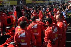 Ferrari mechanics observe the car of Sebastian Vettel, Ferrari SF70H, technical issues