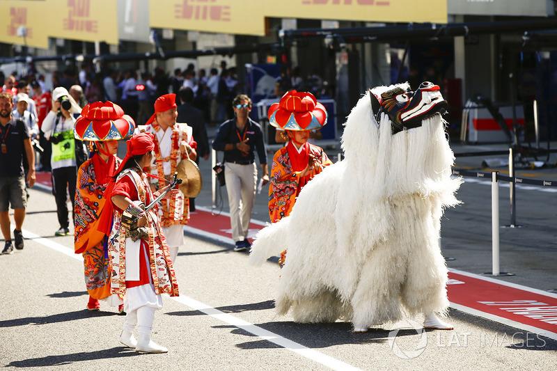 Típica celebração japonesa antes da corrida