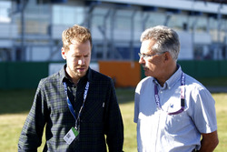 Sebastian Vettel ve Dr. Mario Theissen