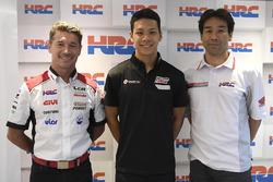 Lucio Cecchinello, Team Principal LCR Honda, Takaaki Nakagami, Tetsuhiro Kuwatam, Direttore HCR