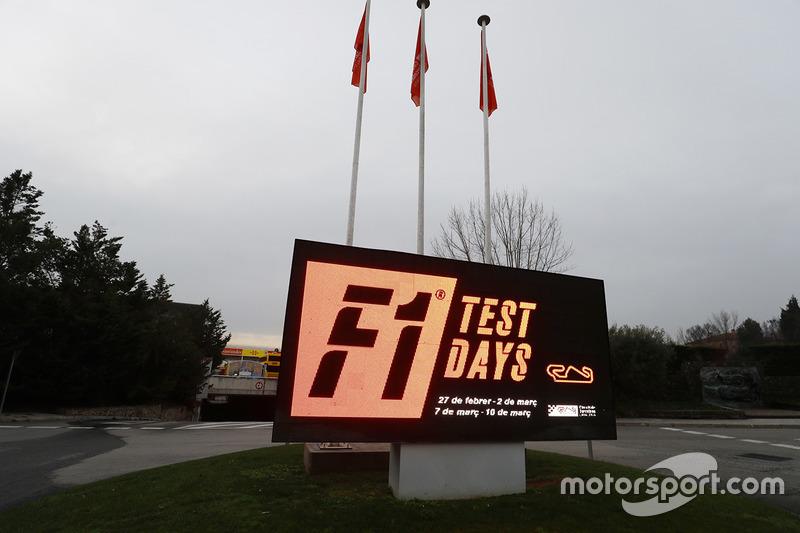 Знак анонсу тестів Ф1 на трасі Барселона