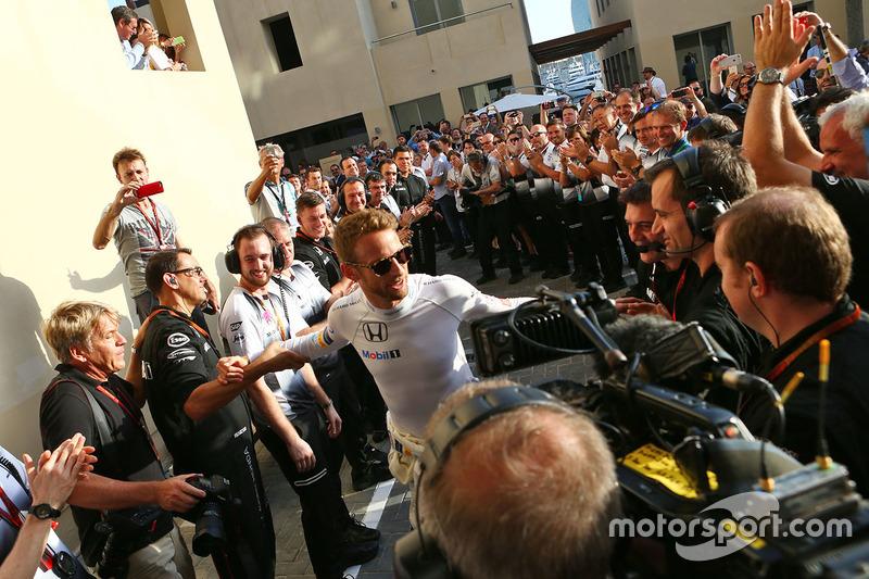 Jenson Button, McLaren recibe una guardia de honor