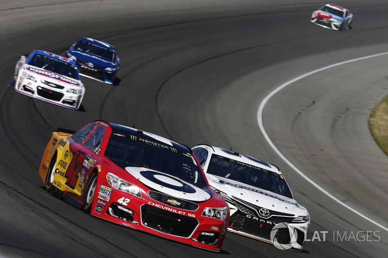Kyle Larson, Chip Ganassi Racing Chevrolet, Matt Kenseth, Joe Gibbs Racing Toyota