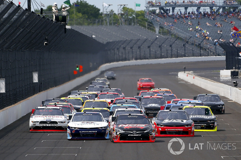 Kyle Busch, Joe Gibbs Racing Toyota, William Byron, JR Motorsports Chevrolet, Ty Dillon, Richard Childress Racing Chevrolet