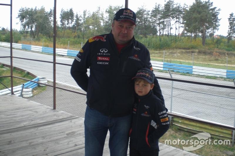 Валерій Жовтоног із сином в якості глядачів
