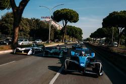 Sébastien Buemi, Renault e.Dams leads Nelson Piquet Jr., Jaguar Racing leads Lucas di Grassi, Audi Sport ABT Schaeffler leads Luca Filippi, NIO Formula E Team