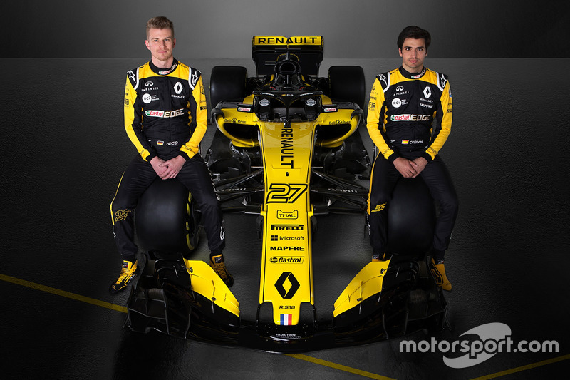 Nico Hülkenberg en Carlos Sainz Jr. poseren bij de R.S.18