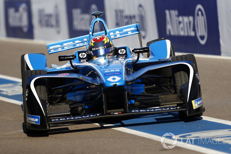 Sébastien Buemi, Renault e.Dams, returns to the pits with damage