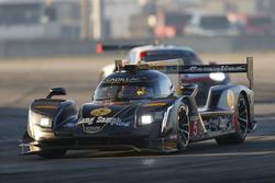 #5 Action Express Racing Cadillac DPi, P: Жоау Барбоза, Філіпе Альбукерк, Крістін Фіттіпальді
