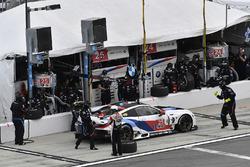 #25 BMW Team RLL BMW M8, GTLM: Bill Auberlen, Alexander Sims, Philipp Eng, Connor de Phillippi pit stop