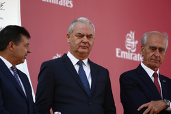 Thierry Antinori, Executive Vice President and Chief Commercial Officer, Emirates Airlines, on the podium