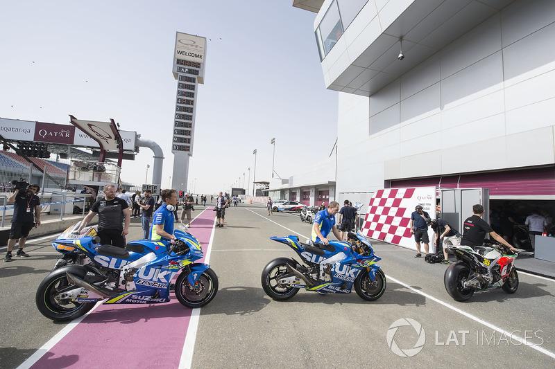 Мотоцикли перед технічною комісією