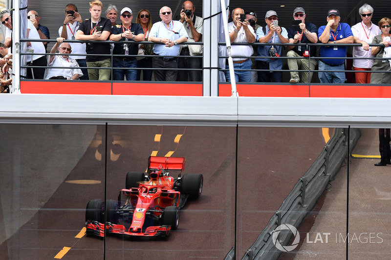 Fans and Sebastian Vettel, Ferrari SF71H reflection