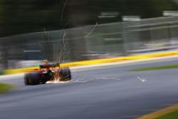 Max Verstappen, Red Bull Racing RB14 Tag Heuer, sacando chispas