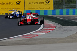 Гуанью Чжоу, PREMA Theodore Racing Dallara F317 - Mercedes-Benz