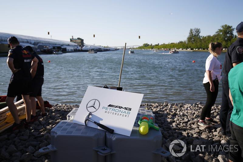 Mercedes у перегонах на плотах