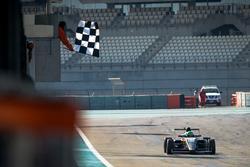 Checkered flag for Caio Collet, SILBERPFEIL Energy Dubai