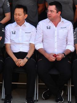 Yusuke Hasegawa, jefe de Honda Motorsport y Eric Boullier, director McLaren Racing en la foto del McLaren Team