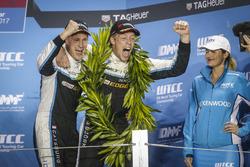 Подиум: Ники Катсбург и Тед Бьорк, Polestar Cyan Racing